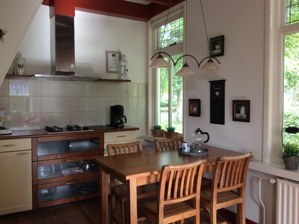 Gedeelte van de keuken en eethoek